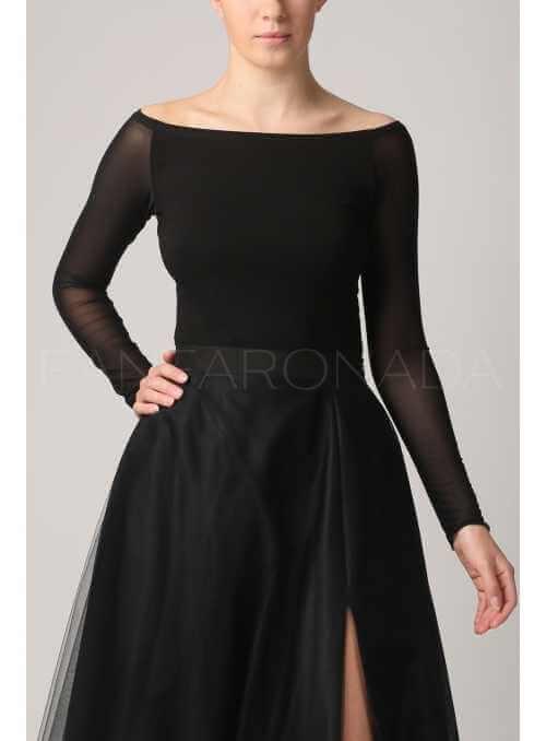 Čierny top s odhalenými ramenami