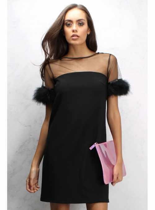 Čierne šaty s pierkovým lemom na rukávoch