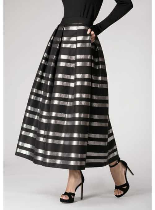 Sukňa TAJOMNÝ LIGOT- čierna prúžkovaná sukňa