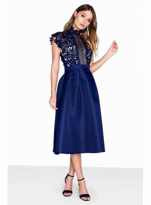Kráľovské šaty – modré šaty s čipkou