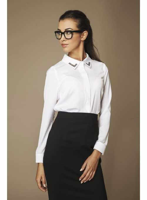 White blouse with strass collar