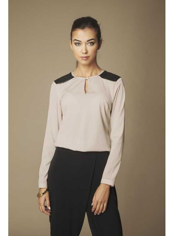 Cocoa blouse with leather accessories on shoulders