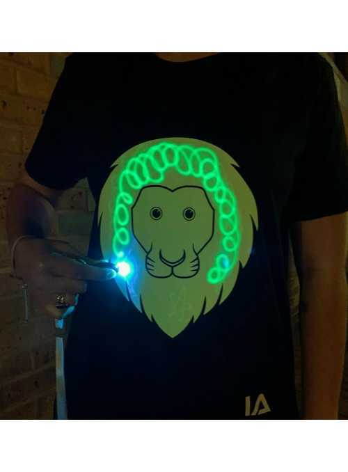 LIMITKA Detské zábavné iluminačné tričko čierne LEVÍK +laser pero