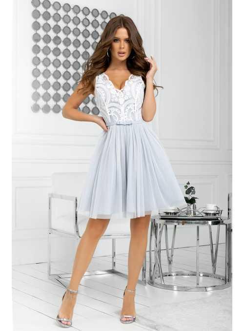 Bella via - mini šaty s čipkou a padavou sukňou, šedé