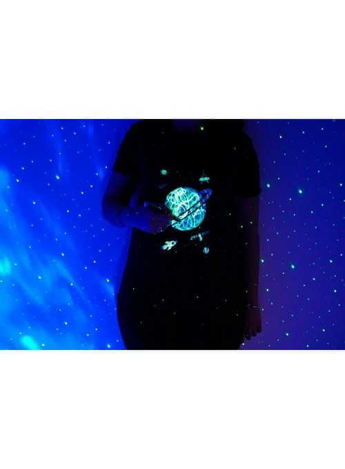 LIMITKA Detské zábavné iluminačné tričko čierne PLANÉTA +laser svetielko, 5-6 rokov